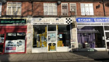 A1 RETAIL PREMISES WITH PARKING TO LET (A3/A5 APPLICATION HAS BEEN MADE)