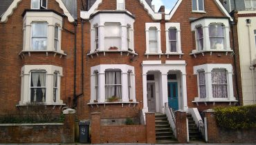 SUBSTANTIAL RESIDENTIAL BUILDING – HMO INVESTMENT – FREEHOLD FOR SALE