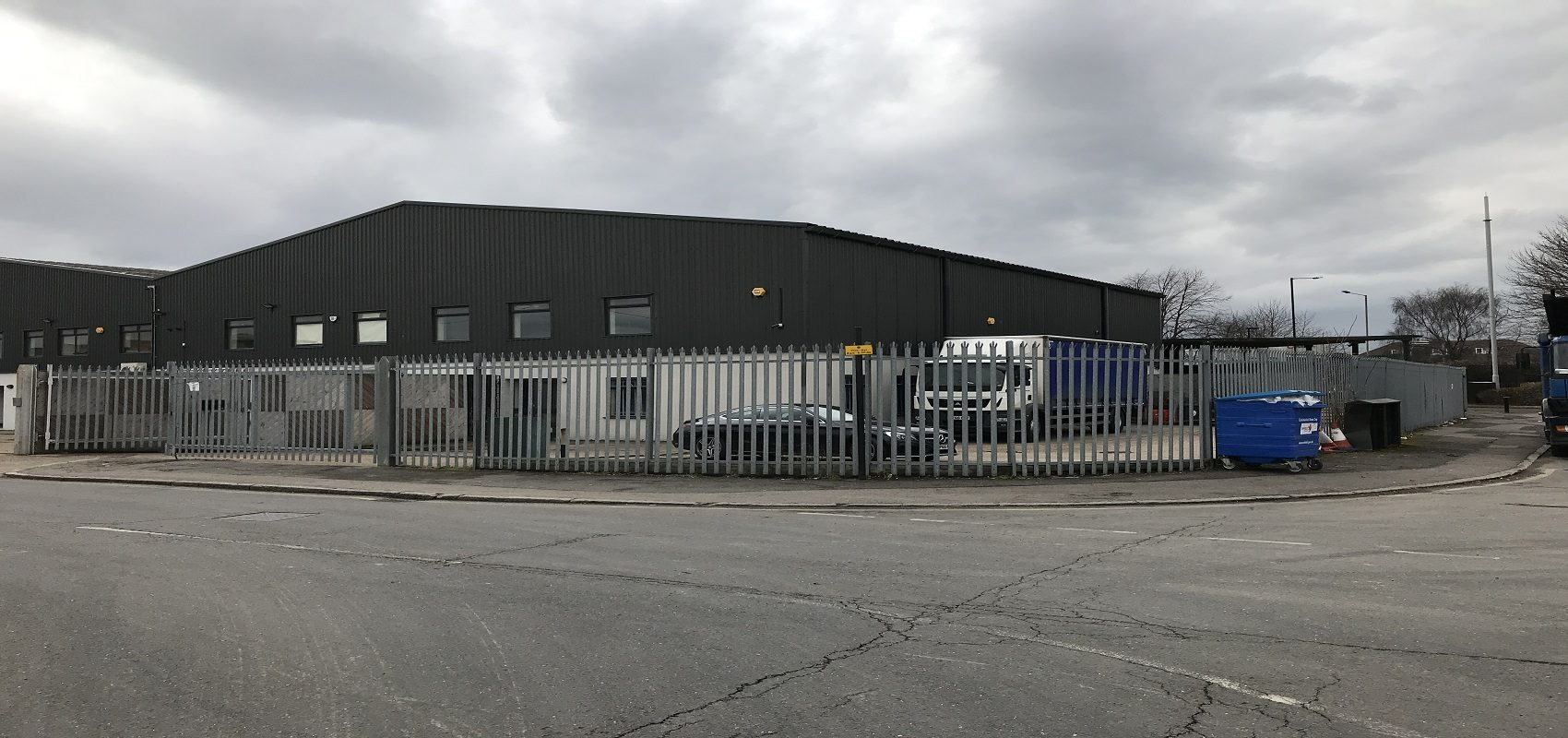 MODERN FACTORY/ WAREHOUSE & OFFICES WITH OWN YARD