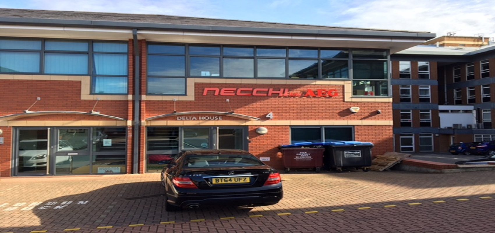 MODERN OFFICE BUILDING WITH PARKING – FREEHOLD FOR SALE