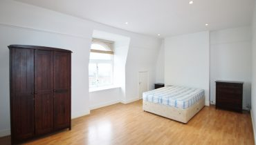 WELL PRESENTED 1 DOUBLE BEDROOM APARATMENT