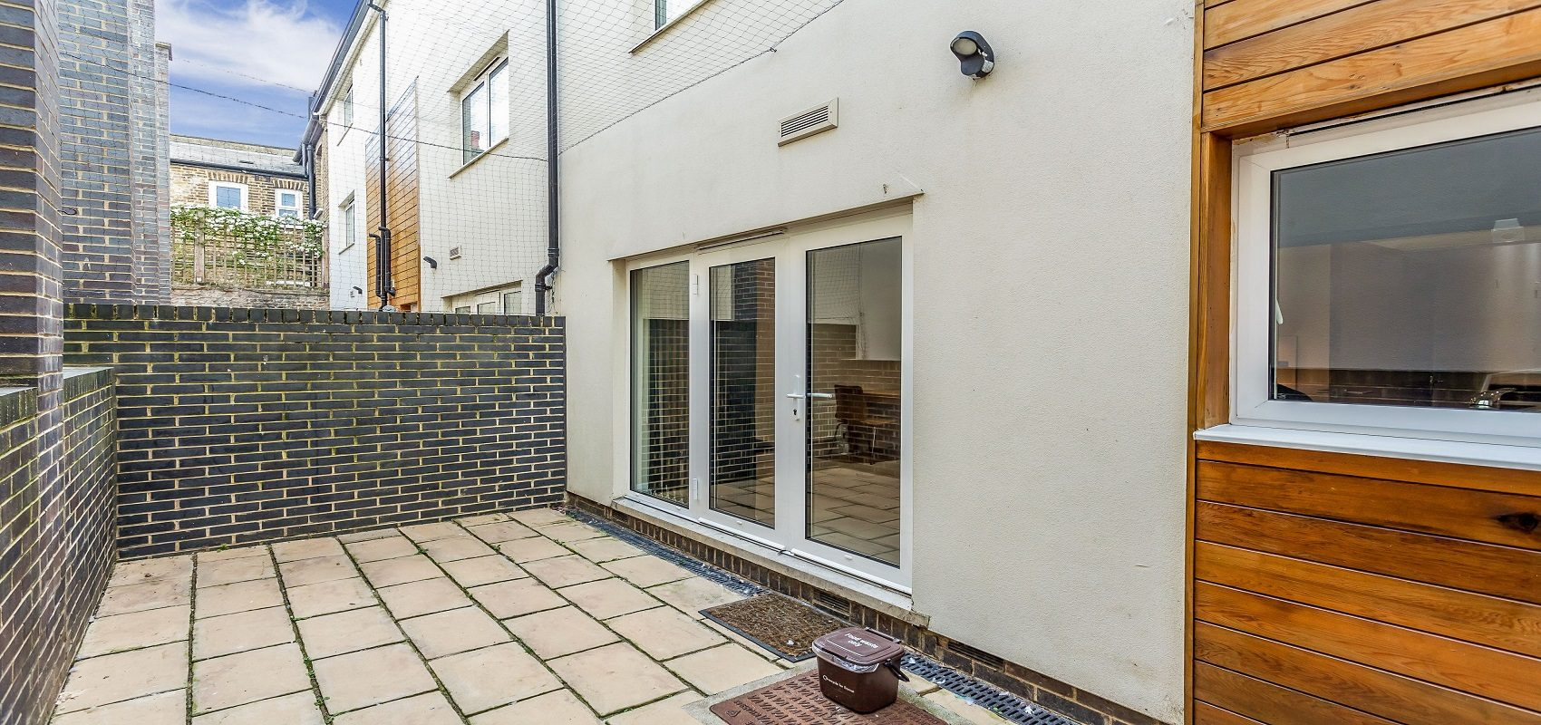 BEAUTIFULLY FINISHED BRIGHT FAMILY HOME