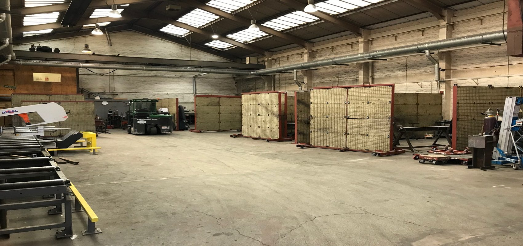 MODERN SINGLE STOREY FACTORY / WAREHOUSE WITH YARD – FREEHOLD FOR SALE