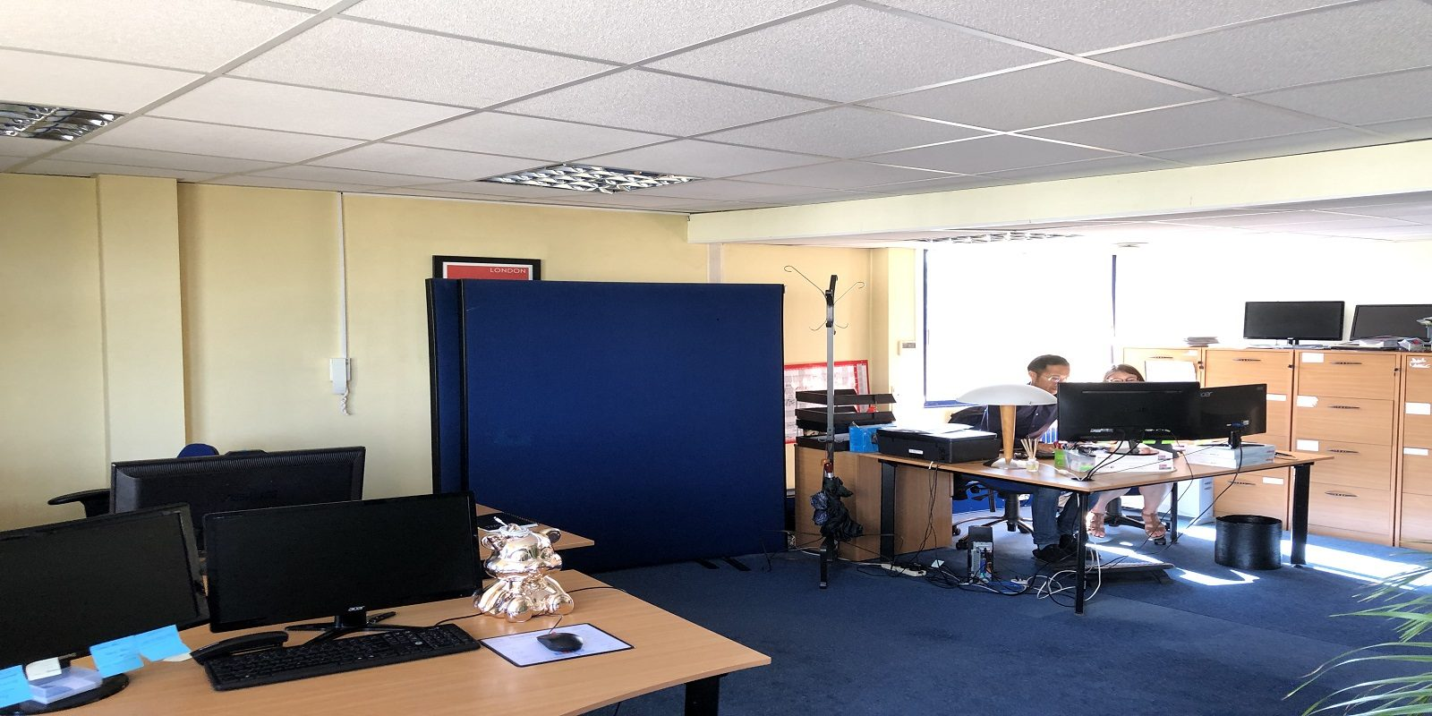 MODERN OFFICE PREMISES WITH PARKING – TO BE LET