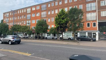 MODERN OFFICE PREMISES WITH PARKING TO BE LET IN POTTERS BAR