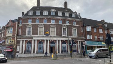 PRIME HIGH STREET LOCATION COMMERCIAL PREMISES TO LET IN HENDON