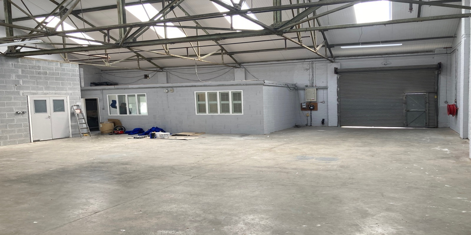 MODERN SINGLE STOREY FACTORY/WAREHOUSE WITH YARD TO LET
