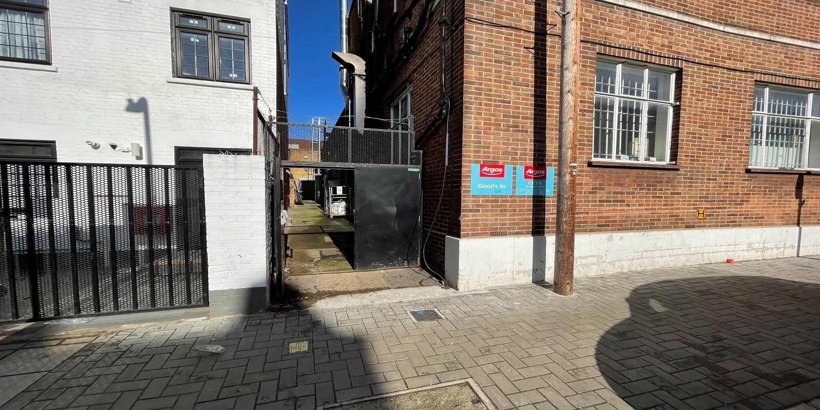 LARGE RETAIL PREMISES TO LET IN CRICKLEWOOD