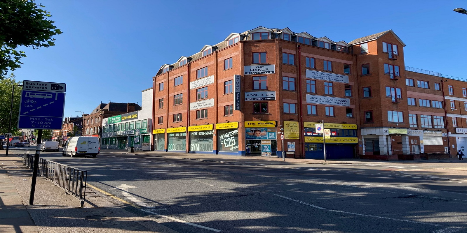 GROUND FLOOR SHOP WITH BASEMENT TO LET