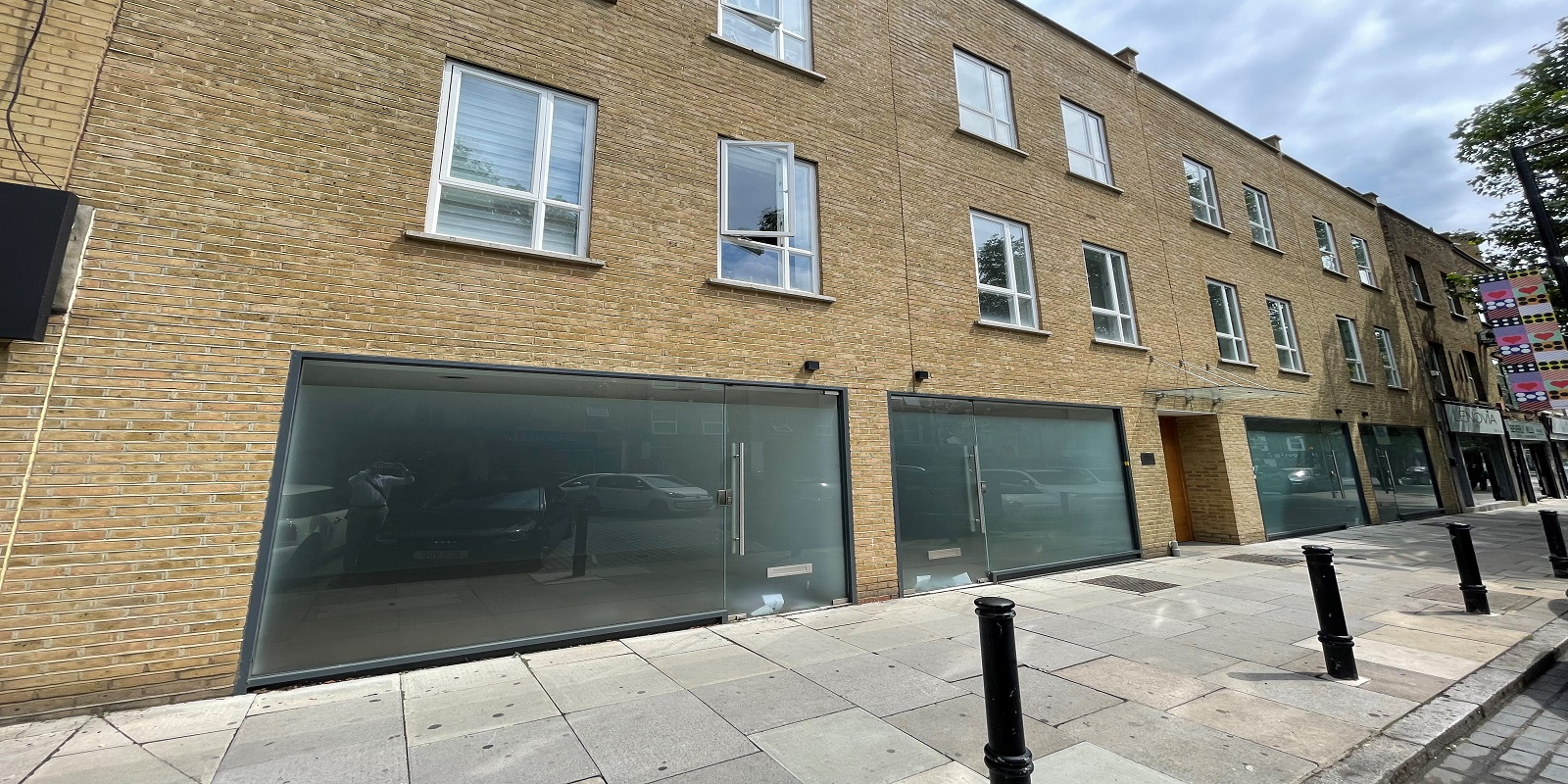 NEW DEVELOPMENT OF SHOPS TO BE LET / FOR SALE