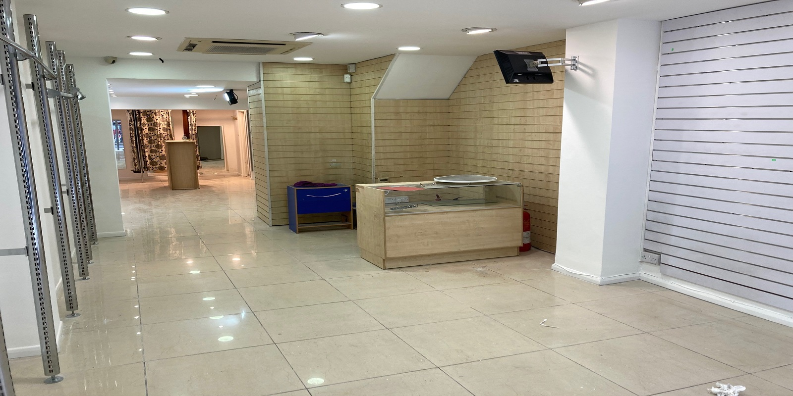 SHOP / SHOWROOM TO BE LET