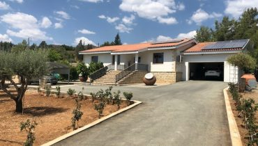HOUSE ON A LARGE PLOT OF LAND FOR SALE IN CYPRUS